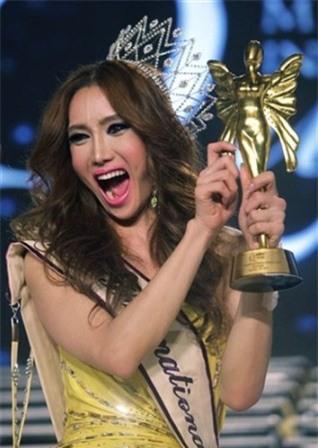 So găng nhan sắc của Hương Giang với 12 cựu Hoa hậu Chuyển giới Quốc tế: Ai hơn ai? - Ảnh 12.