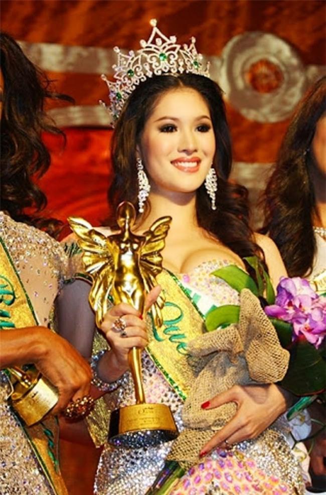 So găng nhan sắc của Hương Giang với 12 cựu Hoa hậu Chuyển giới Quốc tế: Ai hơn ai? - Ảnh 14.