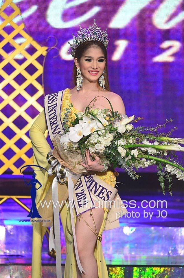 So găng nhan sắc của Hương Giang với 12 cựu Hoa hậu Chuyển giới Quốc tế: Ai hơn ai? - Ảnh 16.