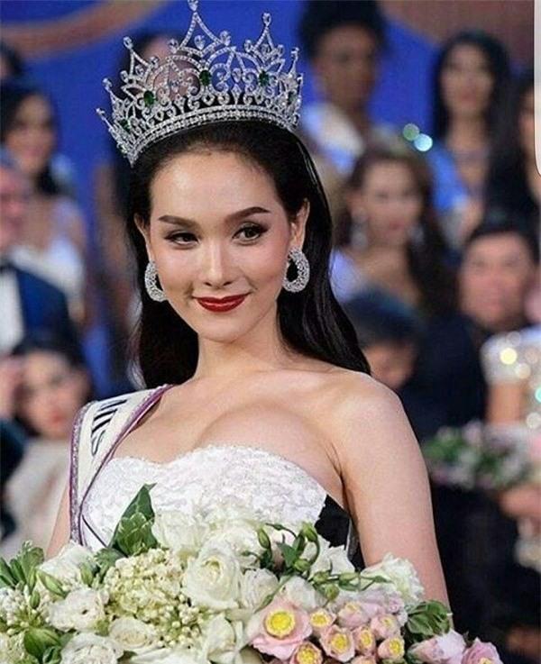 So găng nhan sắc của Hương Giang với 12 cựu Hoa hậu Chuyển giới Quốc tế: Ai hơn ai? - Ảnh 24.