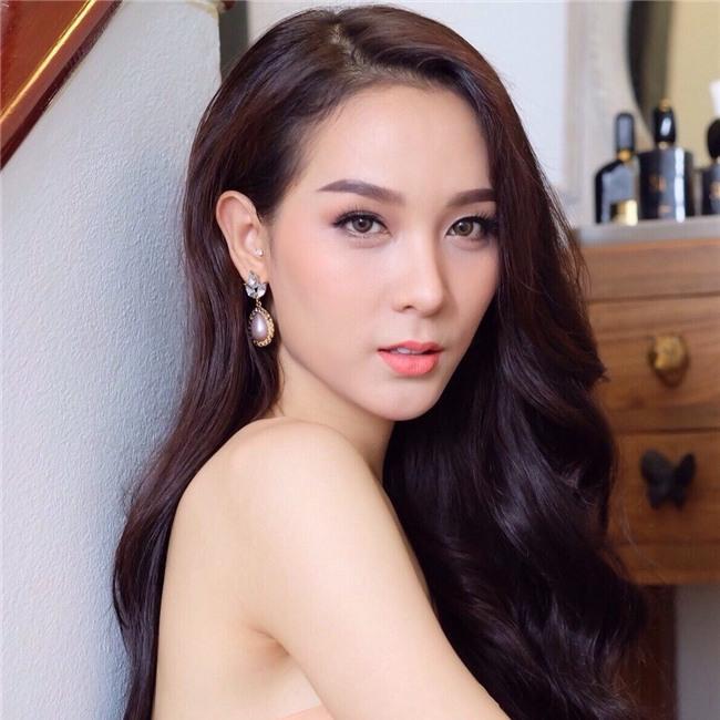 So găng nhan sắc của Hương Giang với 12 cựu Hoa hậu Chuyển giới Quốc tế: Ai hơn ai? - Ảnh 25.