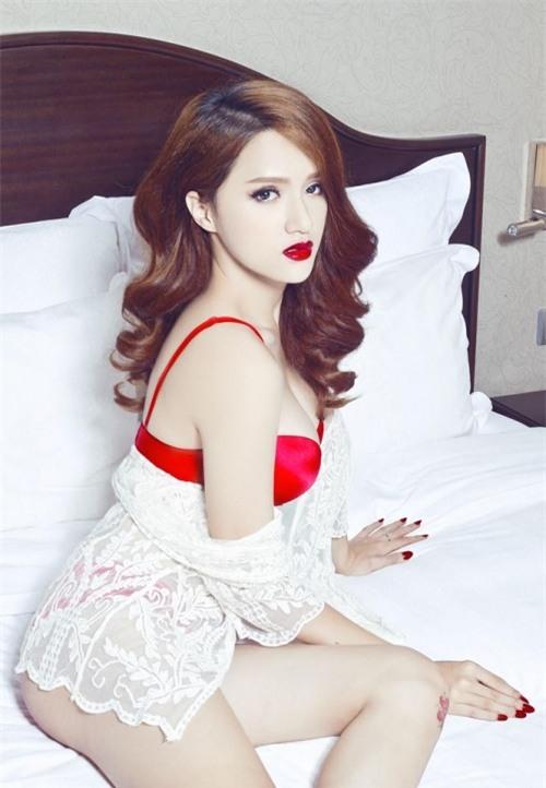Hương Giang diện bikini nóng bỏng thế này bảo sao không giành vương miện Hoa hậu-13
