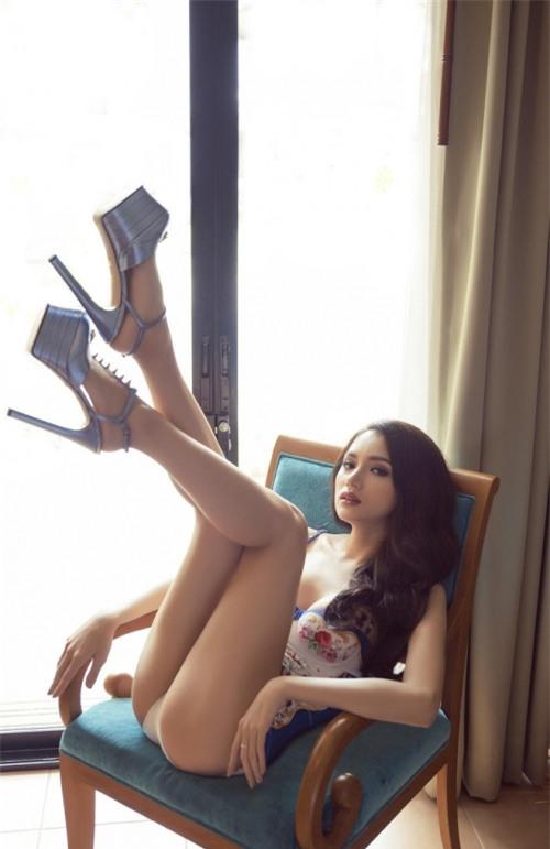 Hương Giang diện bikini nóng bỏng thế này bảo sao không giành vương miện Hoa hậu-5