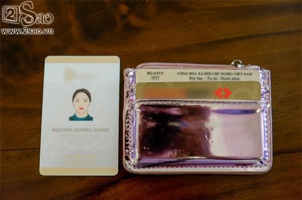 Túi xách trăm triệu của Hương Giang Idol đựng gì trước khi giúp chủ nhân xuất sắc đoạt ngôi Hoa hậu?-5