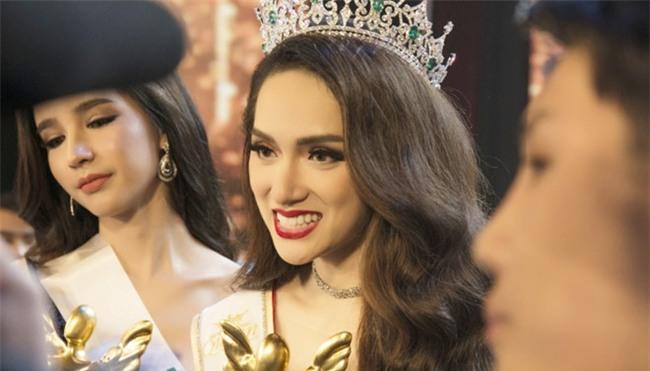 Hoa hậu chuyển giới Mexico nghi ngờ về vương miện của Hương Giang-2