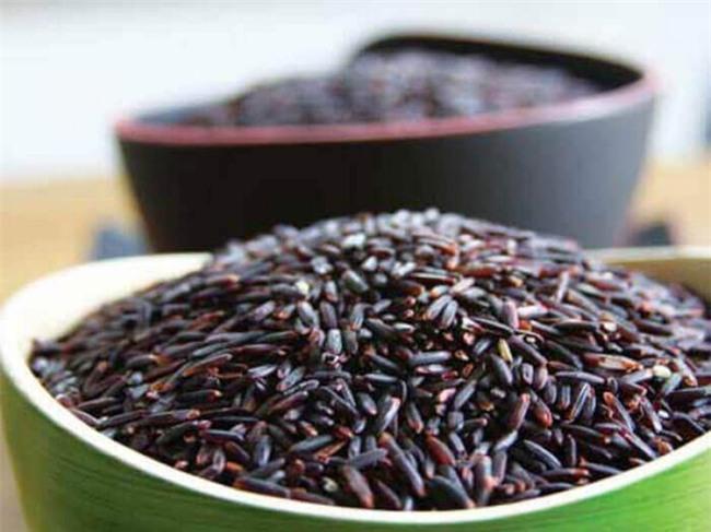 Chuyên gia dinh dưỡng khuyên bạn nên ăn 8 loại thực phẩm màu đen này-1