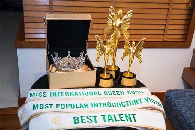 Giải thưởng khủng mà Hương Giang nhận được khi trở thành Tân Hoa hậu Chuyển giới Quốc tế 2018 - Ảnh 1.