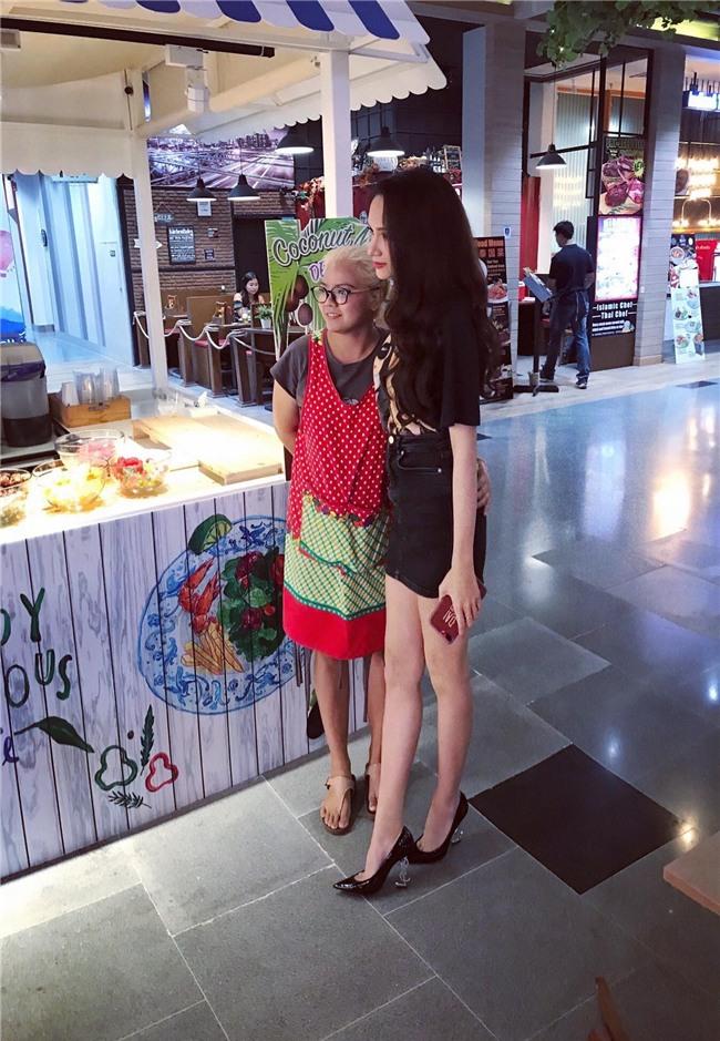 Giải thưởng khủng mà Hương Giang nhận được khi trở thành Tân Hoa hậu Chuyển giới Quốc tế 2018 - Ảnh 5.