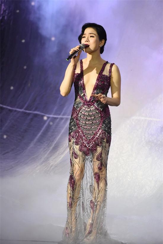 Bảo Anh đánh môi xanh lét - Angela Phương Trinh diện váy mẹ bầu đứng đầu danh sách sao xấu tuần qua-4