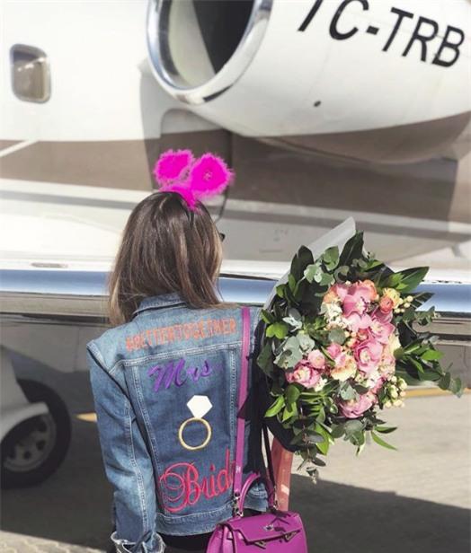 Đưa 7 phù dâu đi chơi bằng máy bay riêng, cô gái không ngờ thảm kịch xảy ra, cướp đi sinh mạng cả 8 người - Ảnh 2.