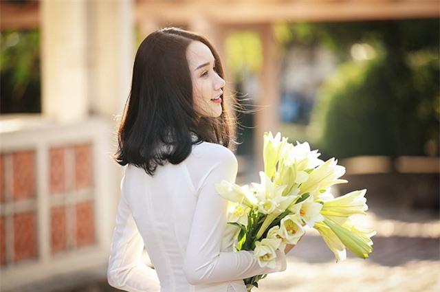 Hoa loa kèn hay còn gọi là hoa huệ tây - loài hoa đặc trưng của Thủ đô Hà Nội đã bắt đầu trổ bông.