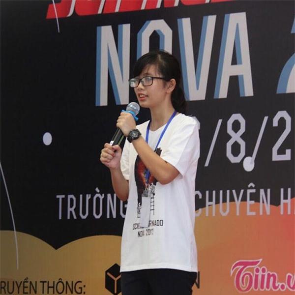 Linh phát biểu khai mạc tại triển lãm khoa học Science Tornado 2017: Nova. Tại sự kiện này, Linh giữ vai trò là Trưởng ban tổ chức.