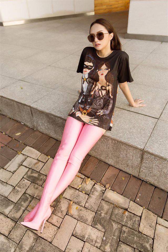 Giản dị như Hoa hậu Hương Giang, sau ngày đăng quang vẫn mặc lại áo phông cũ - Ảnh 6.