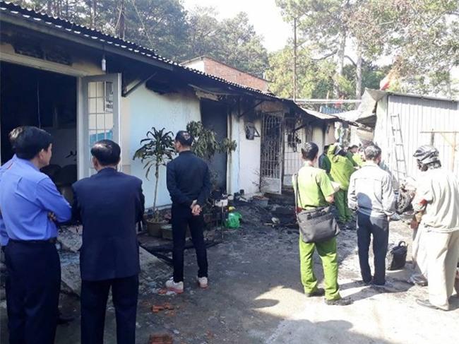 Cận cảnh hiện trường vụ cháy kinh hoàng làm 5 người tử vong ở Đà Lạt - Ảnh 5.