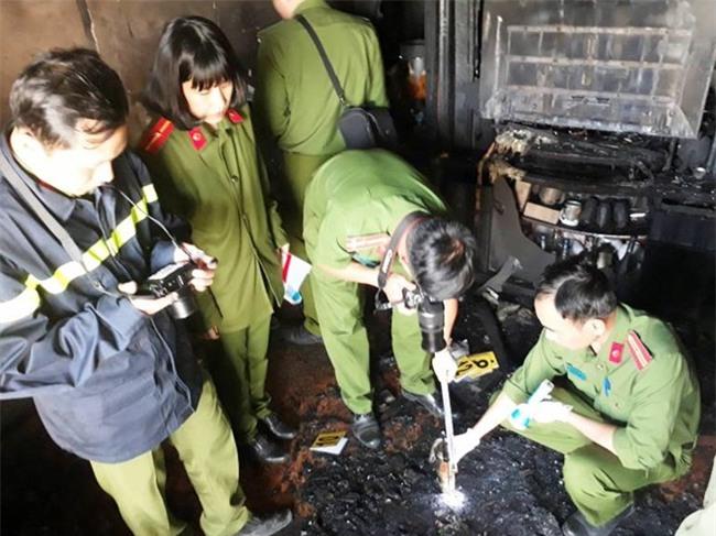 Cận cảnh hiện trường vụ cháy kinh hoàng làm 5 người tử vong ở Đà Lạt - Ảnh 7.