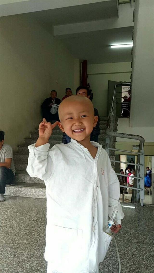 """Xúc động câu nói """"con sẽ khỏe mạnh"""" của bé gái 4 tuổi mắc bệnh ung thư - Ảnh 4."""