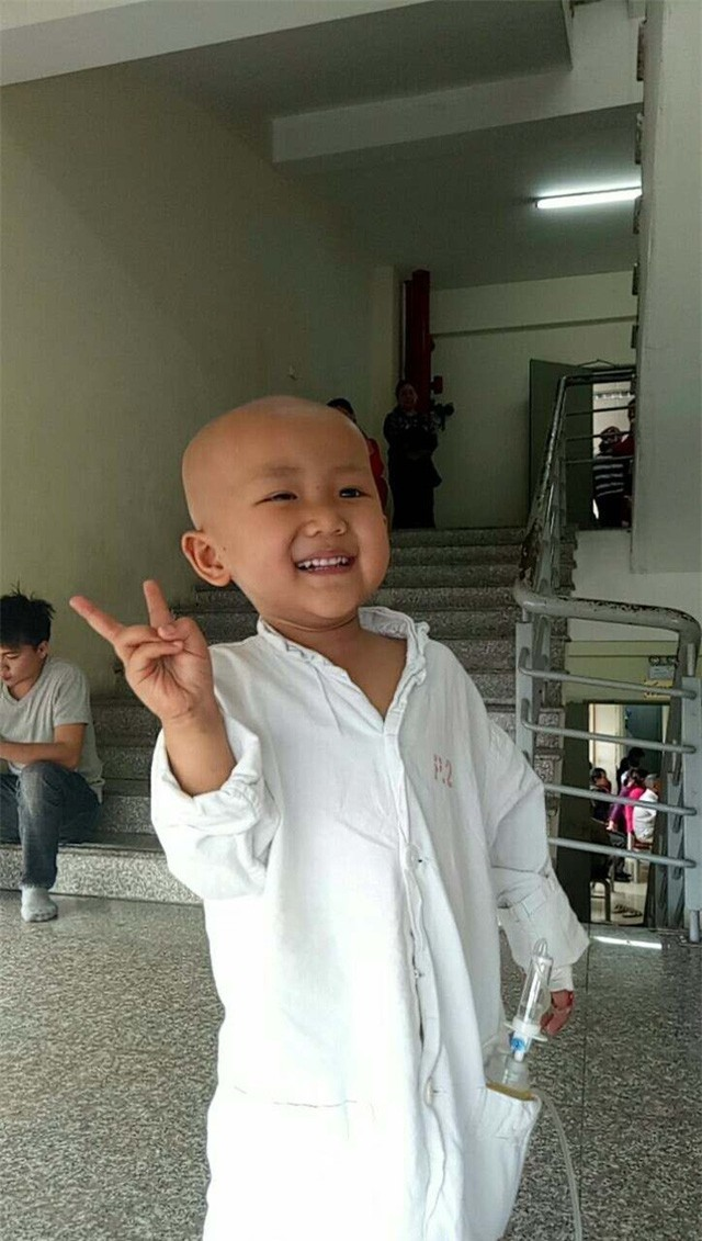 """Xúc động câu nói """"con sẽ khỏe mạnh"""" của bé gái 4 tuổi mắc bệnh ung thư - Ảnh 5."""