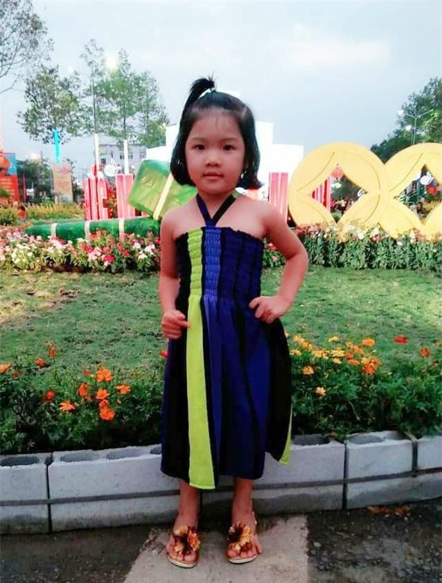 Bình Phước: Bé gái 4 tuổi nghi bị người quen bắt cóc, bố mẹ trẻ ngược xuôi tìm con trong vô vọng - Ảnh 1.