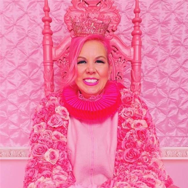Chiêm ngưỡng căn phòng độc lạ của quý bà U50 cuồng màu hồng nhất thế giới-1