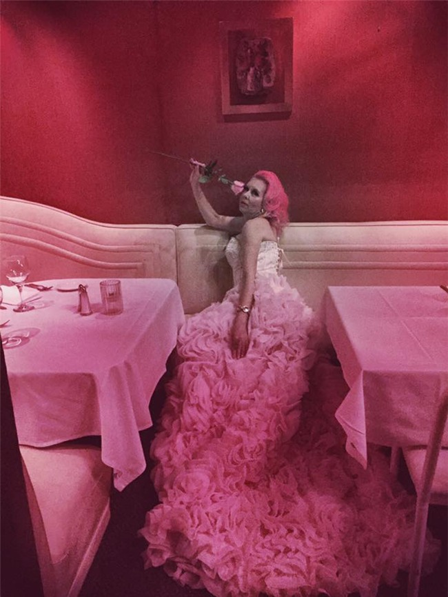 Chiêm ngưỡng căn phòng độc lạ của quý bà U50 cuồng màu hồng nhất thế giới-10