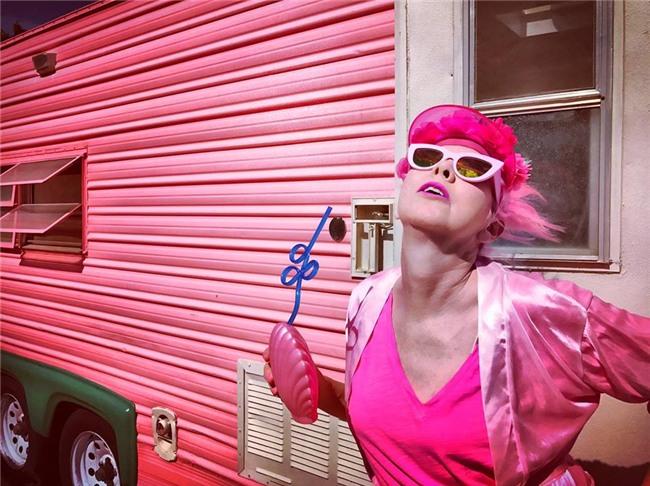 Chiêm ngưỡng căn phòng độc lạ của quý bà U50 cuồng màu hồng nhất thế giới-3