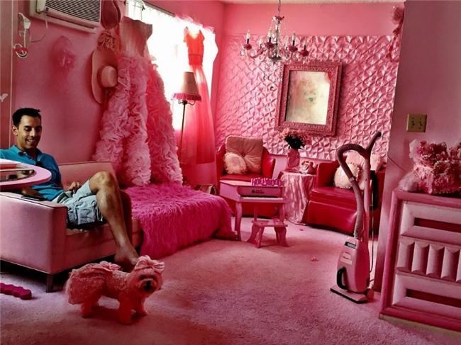 Chiêm ngưỡng căn phòng độc lạ của quý bà U50 cuồng màu hồng nhất thế giới-8
