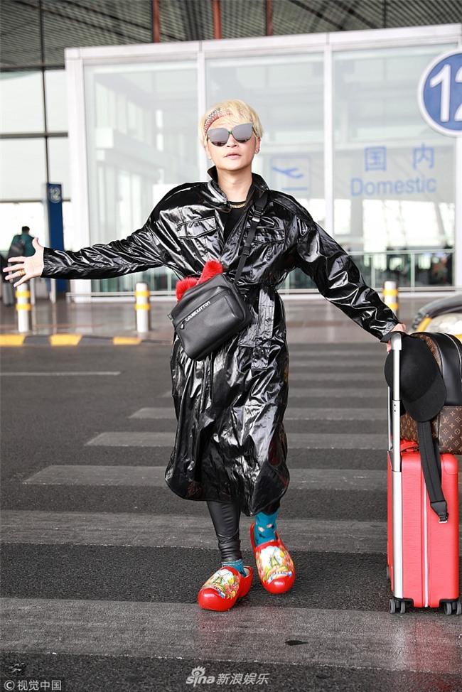 Style sân bay Đông Tây kim cổ lẫn lộn, ai đã làm Nhĩ Thái Trần Chí Bằng thành ra thế này?-2