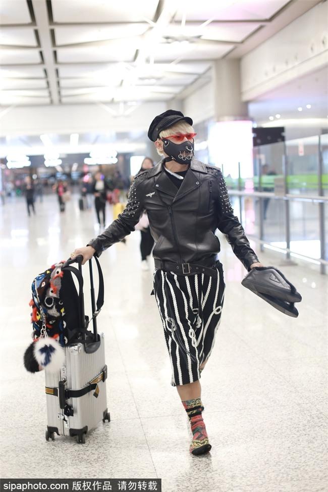 Style sân bay Đông Tây kim cổ lẫn lộn, ai đã làm Nhĩ Thái Trần Chí Bằng thành ra thế này?-6