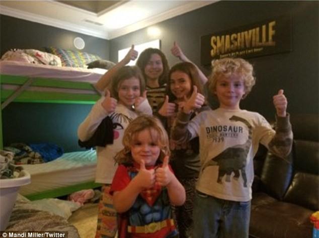 Cô gái chụp ảnh mặc váy sang trọng rồi gửi nhầm cho ông bố 6 con, phản ứng của anh khiến cộng đồng mạng dậy sóng - Ảnh 2.