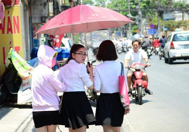 Những ngày Sài Gòn nắng nóng cao điểm, cần nhớ ngay một số lưu ý để phòng tránh say nắng-1