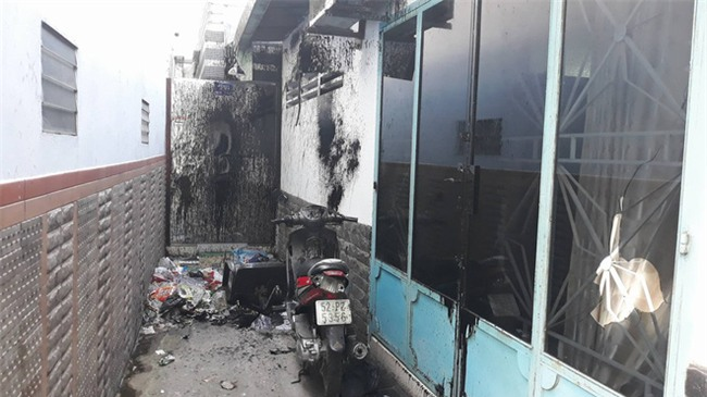 Clip ngôi nhà ở Sài Gòn liên tục bị 'khủng bố' bằng bom sơn - Ảnh 2.