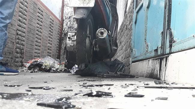 Clip ngôi nhà ở Sài Gòn liên tục bị 'khủng bố' bằng bom sơn - Ảnh 3.