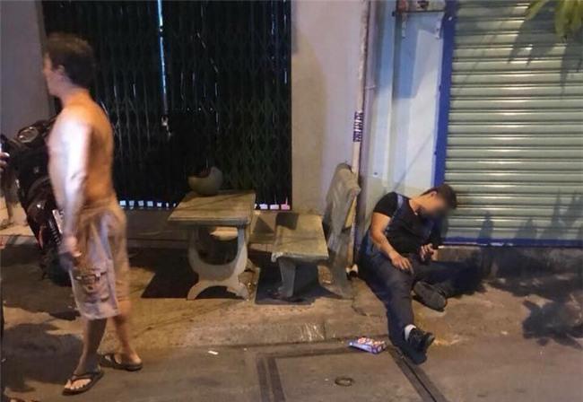 Nam thanh niên bị bắn gục trước nhà ở Sài Gòn: Nạn nhân bị bắn thủng phổi nhưng không tìm thấy đầu đạn - Ảnh 1.