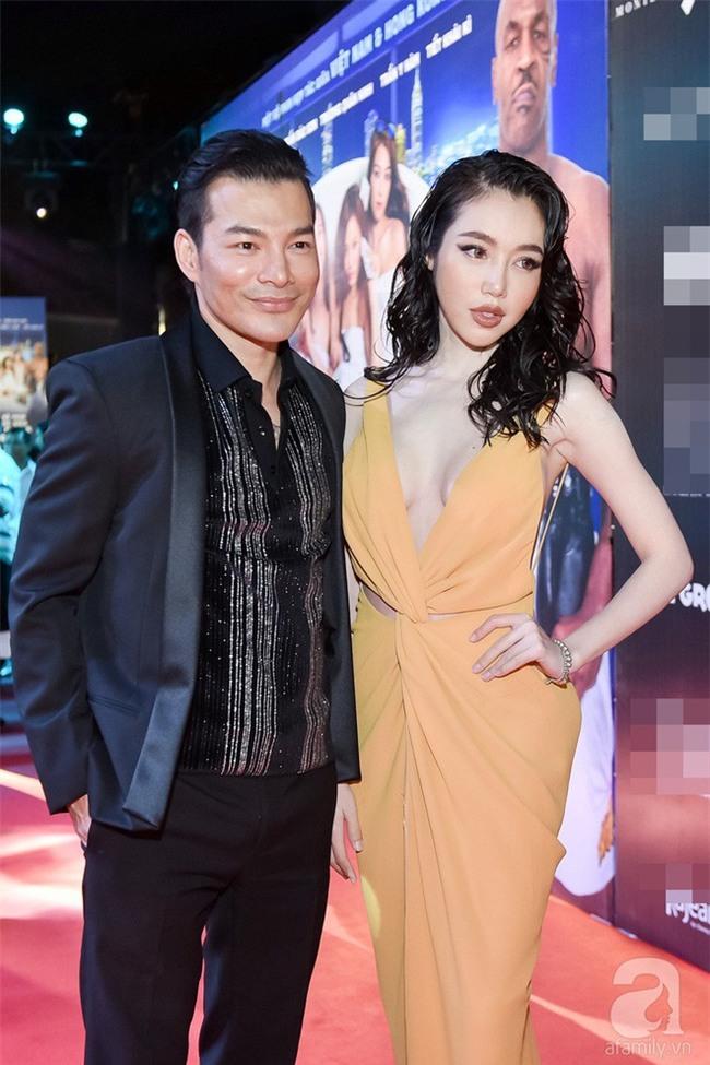 Ai đã hại Elly Trần với phong cách tóc xoăn ướt nhẹp cùng lối trang điểm môi tều quá đà thế này - Ảnh 2.