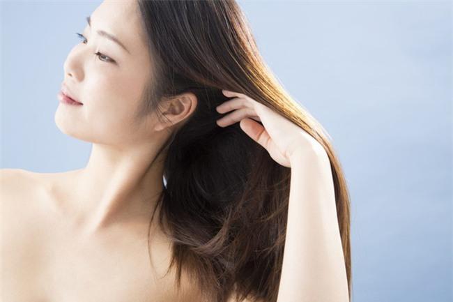 5 mẹo nhỏ lận lưng giúp cho tóc bạn mọc nhanh như cỏ, dày và khỏe hơn chỉ sau vài tuần - Ảnh 2.