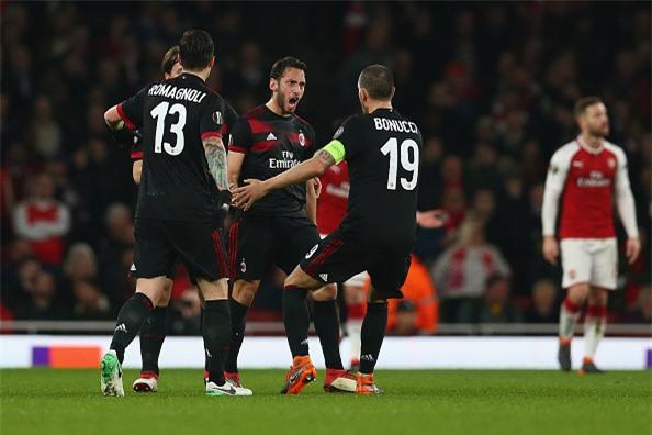 Welbeck lap cu dup dua Arsenal vao tu ket Europa League hinh anh 2