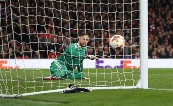 Welbeck lap cu dup dua Arsenal vao tu ket Europa League hinh anh 3