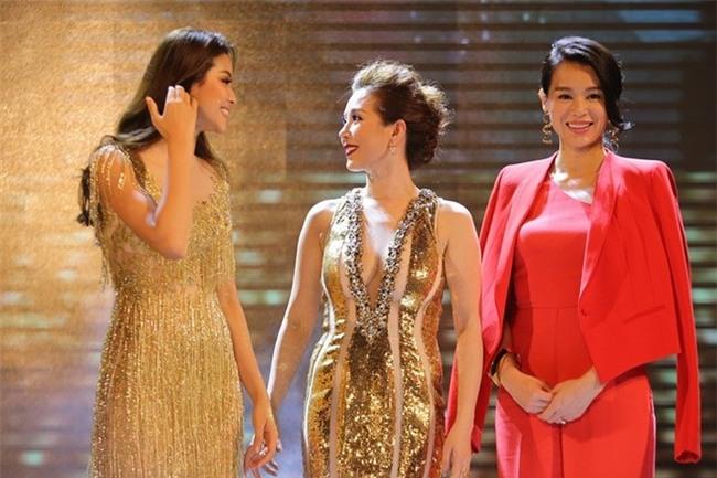 Phạm Hương cũng từng góp mặt trong sự kiện có sự tham gia của Hồ Hạnh Nhi do Hoa hậu Thu Hoài tổ chức. - Tin sao Viet - Tin tuc sao Viet - Scandal sao Viet - Tin tuc cua Sao - Tin cua Sao
