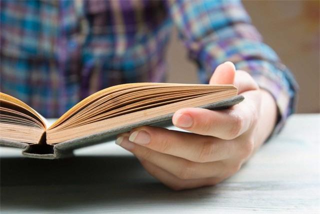 Nghẹn ngào bức tâm thư gửi đứa con lười đọc sách: Con phải tin mẹ, đọc sách là khoản đầu tư có lãi nhất của đời người - Ảnh 2.