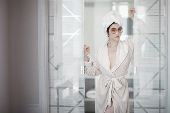 Lý Nhã Kỳ, áo choàng tắm, quyến rũ