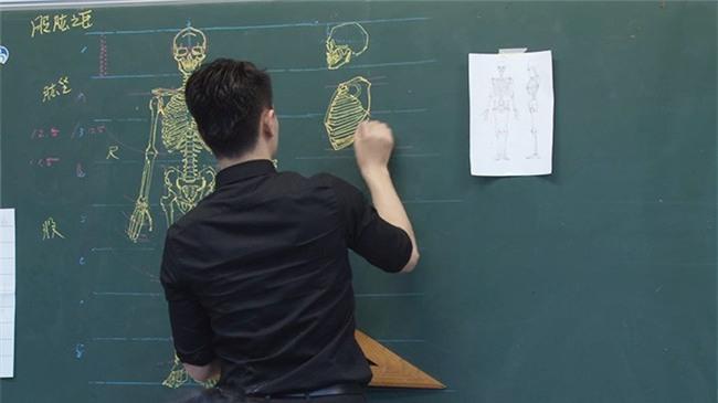 Thầy giáo nhà người ta: Vừa điển trai lại vẽ hình minh họa cực đẹp khiến học sinh mê mẩn - Ảnh 12.