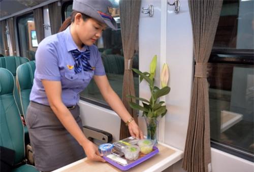 Ông Johnathan Hạnh Nguyễn lấn sân làm dịch vụ đường sắt