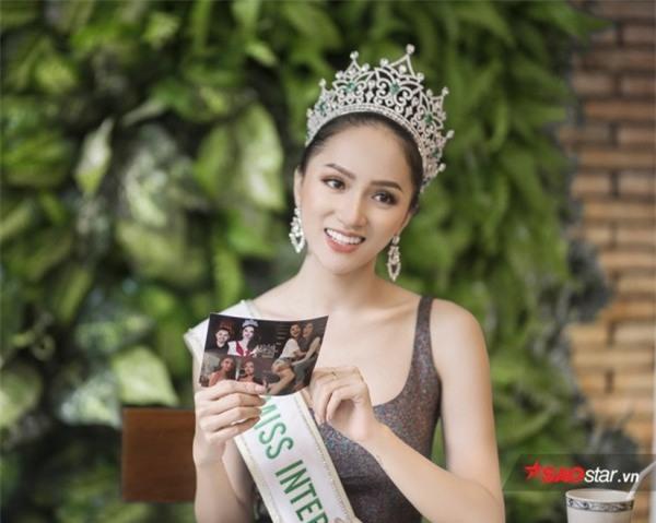 Hoa hậu Hương Giang sởn da gà đọc thư fan: Nhờ chị mà gia đình chấp nhận giới tính thật của em - Ảnh 4.
