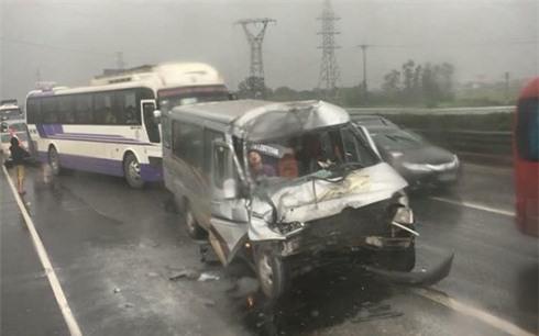 Danh tính 3 nạn nhân tử vong trong các vụ tai nạn xảy ra cùng một buổi chiều trên cao tốc Pháp Vân - Cầu Giẽ - Ảnh 2.