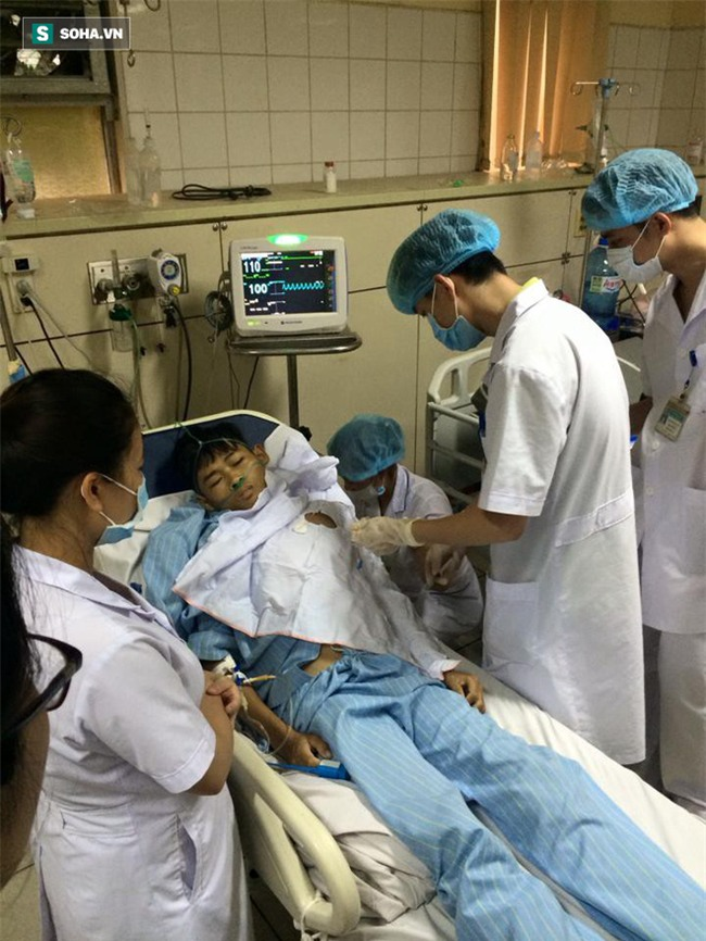 Bị truy tố, bác sĩ Hoàng Công Lương vẫn miệt mài làm việc, cứu người - Ảnh 3.