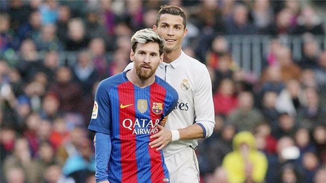 Ronaldo cá cược với đồng đội sẽ vượt Messi trong cuộc đua Vua phá lưới - Ảnh 1.