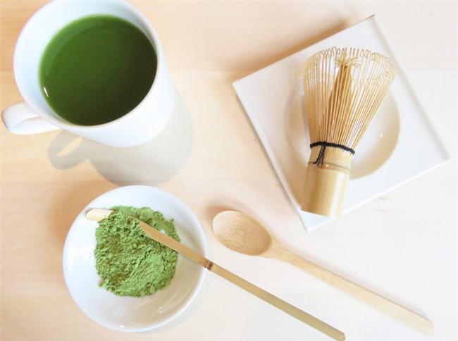 Thêm vài giọt dung dịch này vào bã trà túi lọc để đắp sẽ giúp da bạn căng bóng hơn 150% - Ảnh 4.
