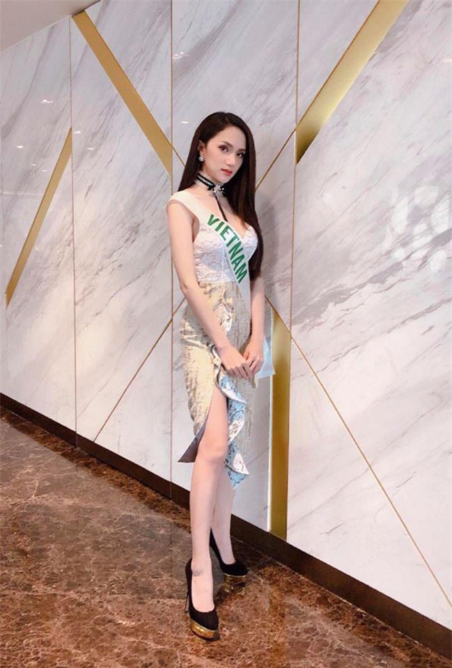 Sau ngày đăng quang, Hoa hậu Hương Giang vẫn chăm diện lại đồ cũ - Ảnh 3.