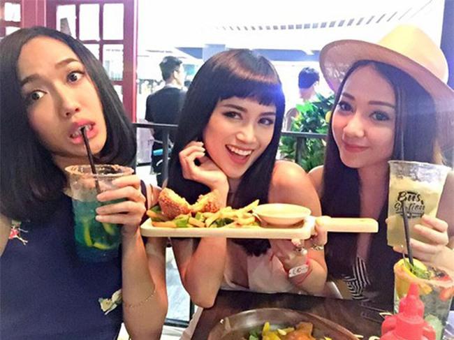 """Bình thường khí chất ngời ngời mà khi ở bên đồ ăn sao Việt bỗng """" thần thái bá đạo"""" lạ thường - Ảnh 17."""