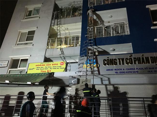 KINH HOÀNG: Cháy chung cư cao cấp ở Sài Gòn, 13 người chết, 14 người bị thương - Ảnh 1.